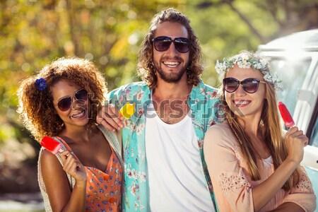 Férfiak hordoz nők vállak park napos idő Stock fotó © wavebreak_media