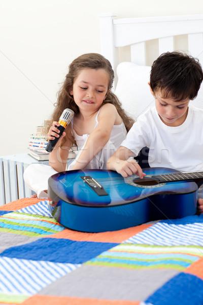 Hermano hermana guitarra dormitorio música Foto stock © wavebreak_media