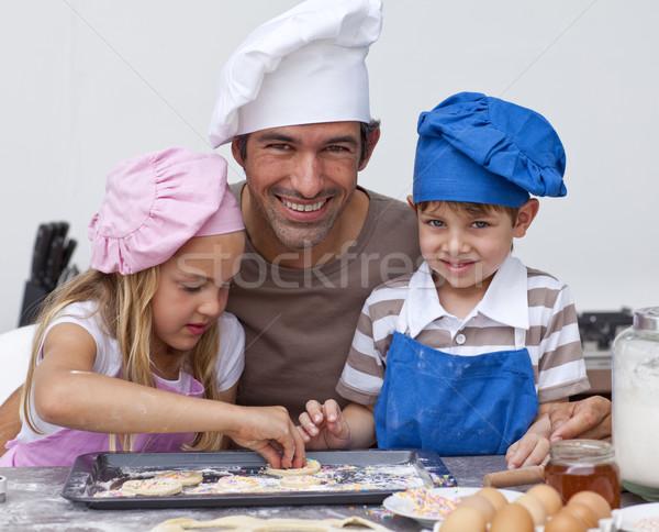 Pai filha filho cozinha bolinhos Foto stock © wavebreak_media