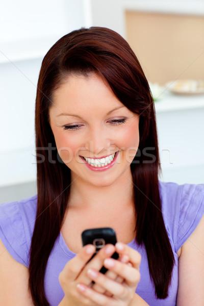 Elragadtatott fiatal nő küldés szöveg otthon nő Stock fotó © wavebreak_media