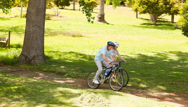 отставку пару Горный велосипед за пределами улыбка горные Сток-фото © wavebreak_media