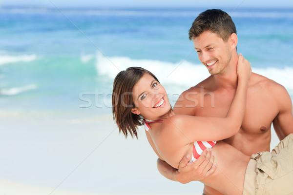 Férfi hordoz feleség tengerpart nő boldog Stock fotó © wavebreak_media