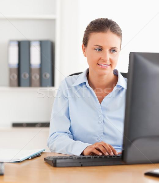 Trabalhador de escritório datilografia teclado escritório computador Foto stock © wavebreak_media