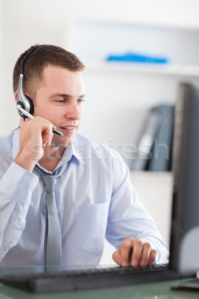 Jovem call center agente trabalhar Foto stock © wavebreak_media