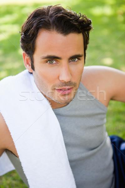 Man naar camera handdoek schouder Stockfoto © wavebreak_media