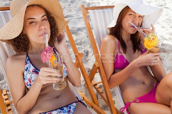 Jovem atraente mulheres exótico cocktails sessão Foto stock © wavebreak_media
