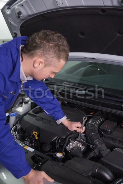 Mécanicien moteur clé garage voiture Photo stock © wavebreak_media