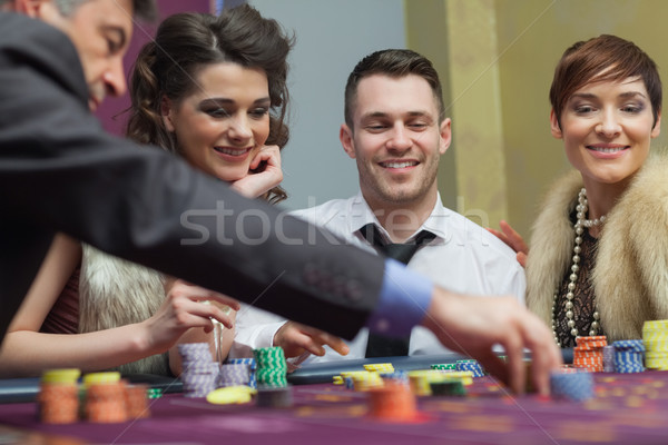 Gruppe Roulette Casino Geld weiblichen spielen Stock foto © wavebreak_media