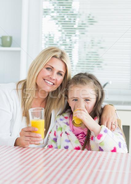 Vrouw kind vergadering keukentafel glas Stockfoto © wavebreak_media