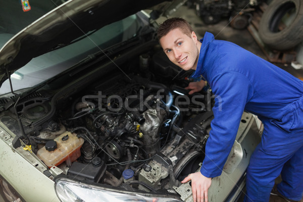Feliz mecánico examinar coche motor retrato Foto stock © wavebreak_media