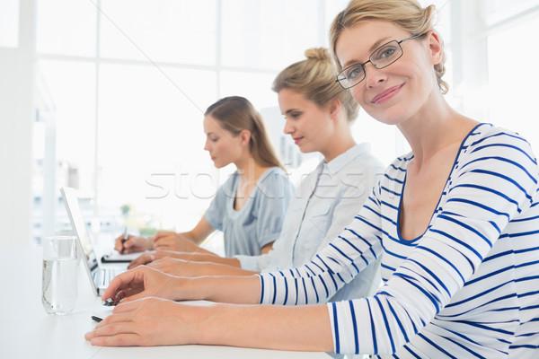 Concentrado las personas que trabajan oficina tres jóvenes de trabajo Foto stock © wavebreak_media