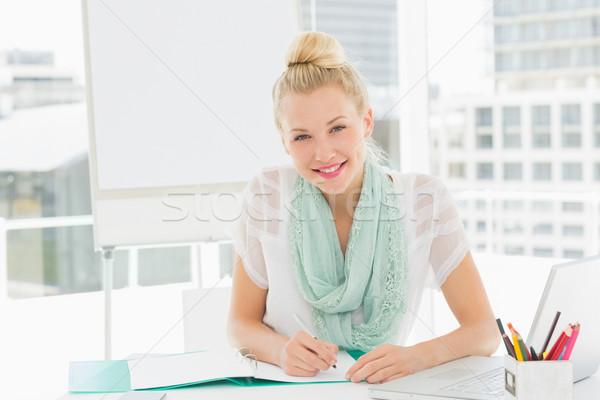 肖像 カジュアル 若い女性 カタログ 座って オフィス ストックフォト © wavebreak_media
