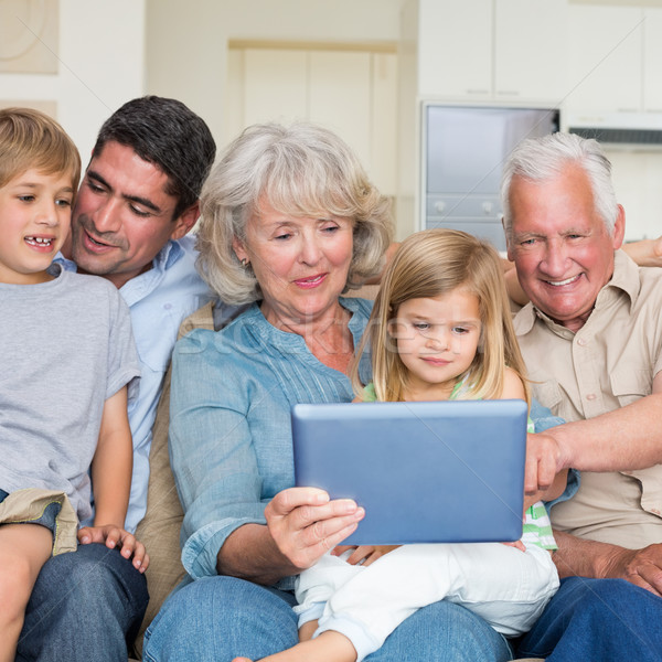 Glimlachend familie digitale tablet home huis Stockfoto © wavebreak_media