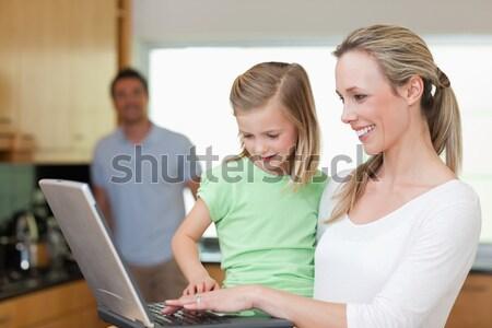 Dentiste souriant caméra peu garçon mère Photo stock © wavebreak_media
