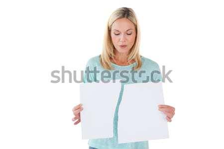 Ernstig vrouw gescheurd vel papier Stockfoto © wavebreak_media