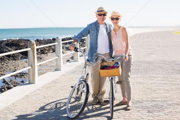 Szczęśliwy przypadkowy para rowerów molo Zdjęcia stock © wavebreak_media