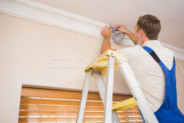 Manitas techo casa hombre de trabajo Foto stock © wavebreak_media