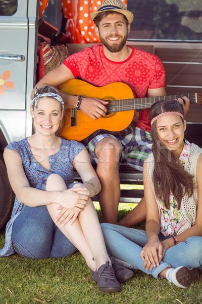 Hipszter barátok lakókocsi furgon autó természet Stock fotó © wavebreak_media