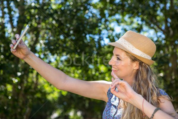 довольно блондинка женщину счастливым природы Сток-фото © wavebreak_media