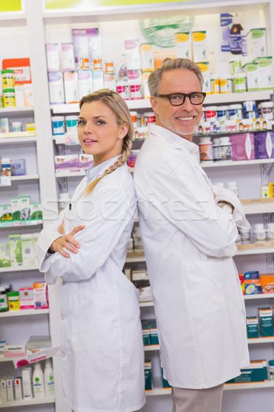 薬剤師 研修生 立って 薬局 女性 ストックフォト © wavebreak_media