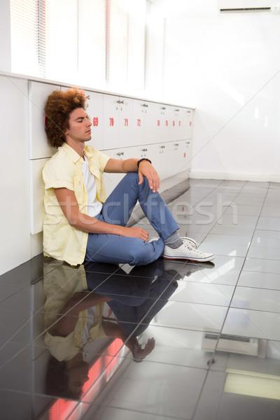 Giovane ufficio corridoio vista laterale seduta uomo Foto d'archivio © wavebreak_media