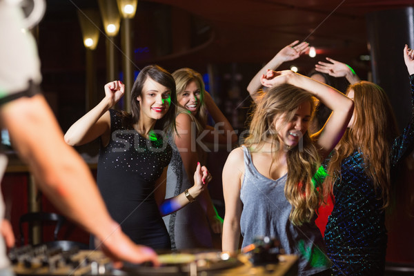 Feliz amigos baile cabina discoteca fiesta Foto stock © wavebreak_media