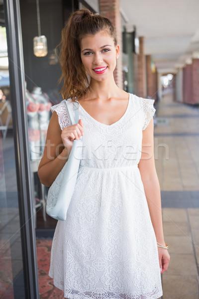 Portré mosolygó nő néz kamera pláza vásárlás Stock fotó © wavebreak_media