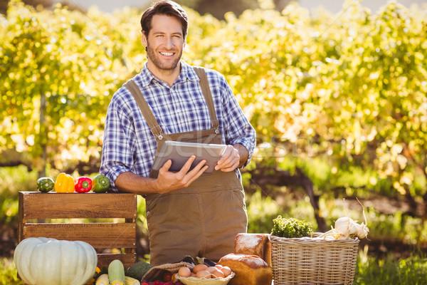 Souriant agriculteur numérique comprimé portrait homme Photo stock © wavebreak_media