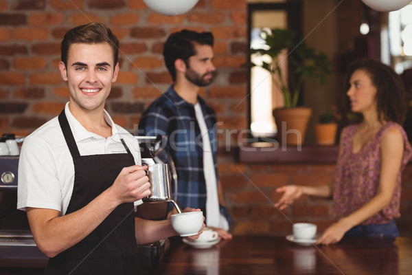 Sorridente barista leite copo clientes Foto stock © wavebreak_media