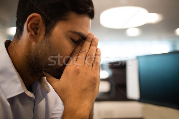 нервный бизнесмен сидят служба компьютер Сток-фото © wavebreak_media