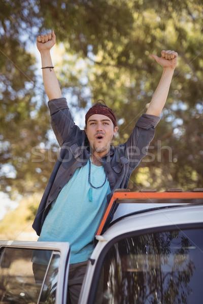 Portré férfi karok a magasban furgon fiatalember áll Stock fotó © wavebreak_media