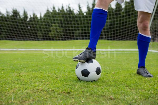 Alacsony részleg labdarúgó labda mező férfi Stock fotó © wavebreak_media