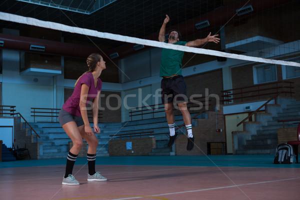 Nő néz ugrik röplabda bíróság teljes alakos Stock fotó © wavebreak_media