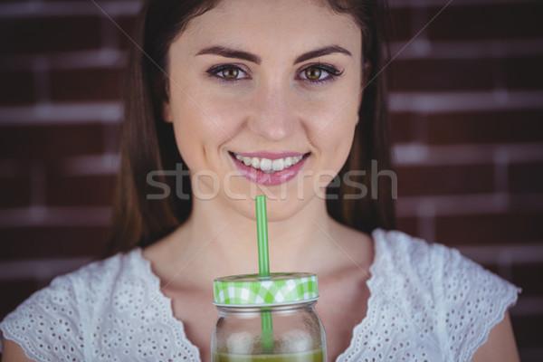 Pretty woman zielone soku czerwony cegły kobieta Zdjęcia stock © wavebreak_media