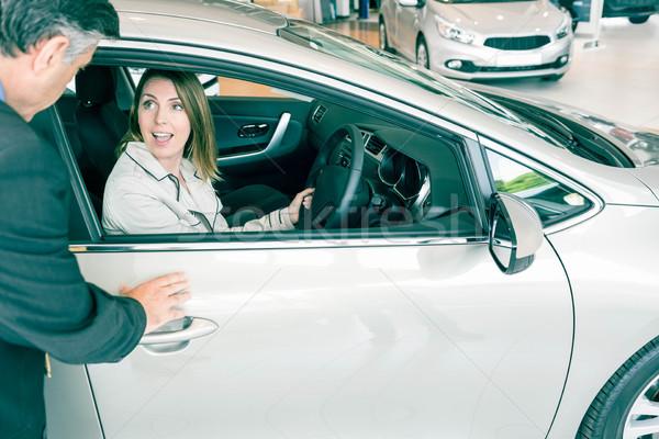 Klant auto toonzaal vrouw pak Stockfoto © wavebreak_media