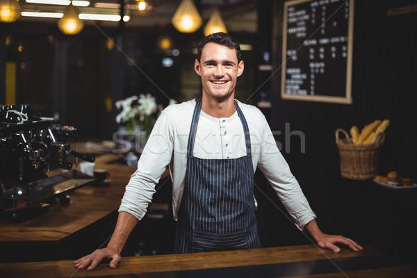 Mosolyog barista áll bár néz kamera Stock fotó © wavebreak_media
