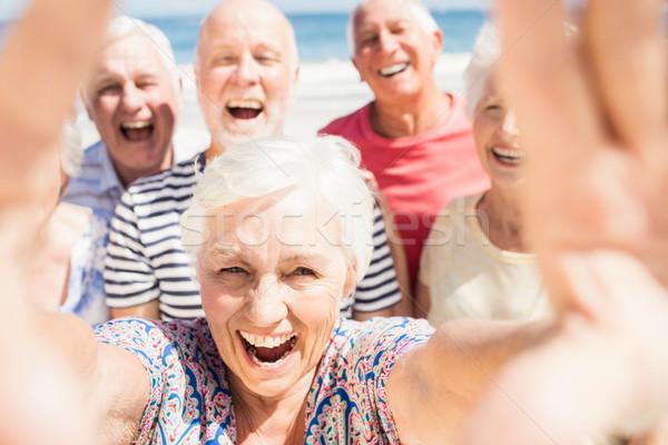 Idős barátok elvesz nő égbolt férfi Stock fotó © wavebreak_media