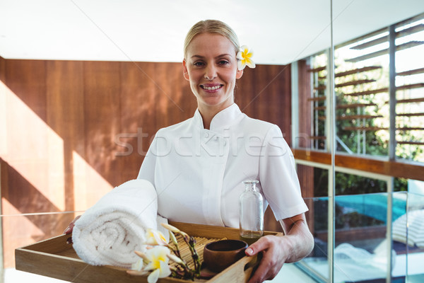 Souriant masseuse plateau spa femme Photo stock © wavebreak_media