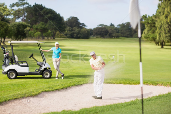 Homme golfeur jouer sable piège femme Photo stock © wavebreak_media