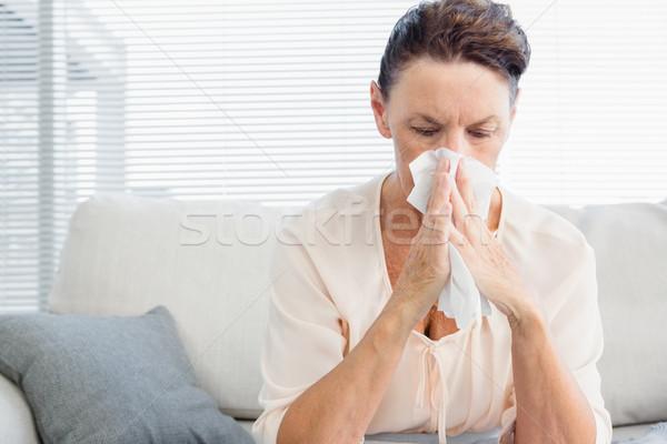 érett nő szenvedés hideg ül kanapé otthon Stock fotó © wavebreak_media