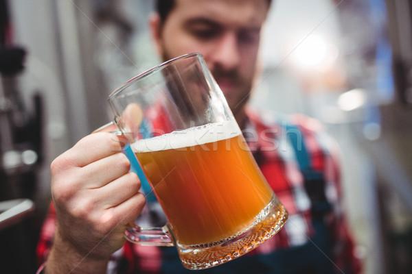 メーカー 調べる ビール 醸造所 クローズアップ ガラス ストックフォト © wavebreak_media