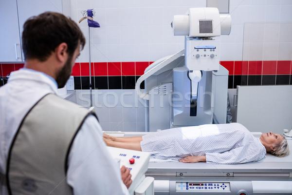 Médico raio x máquina paciente hospital mulher Foto stock © wavebreak_media