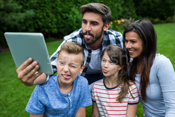 Stockfoto: Gelukkig · gezin · digitale · tablet · park