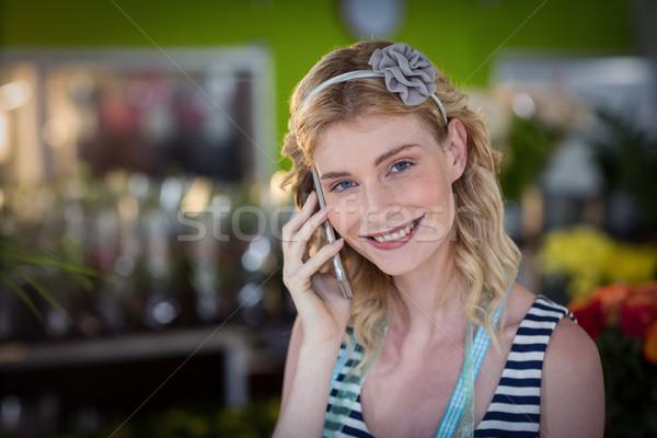 Femminile fiorista parlando cellulare shop business Foto d'archivio © wavebreak_media