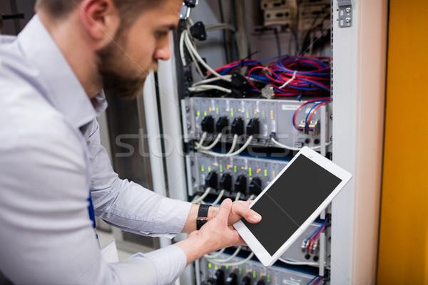 技術者 デジタル タブレット サーバー ルーム インターネット ストックフォト © wavebreak_media