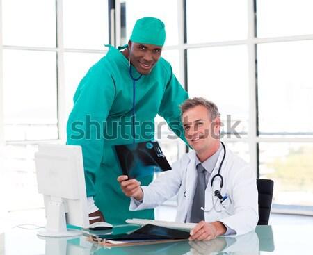 Stockfoto: Portret · glimlachend · meisje · arts · ziekenhuis · kind