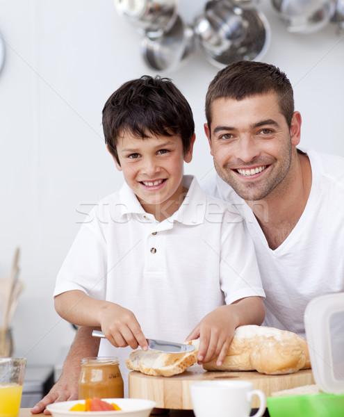 Mosolyog apa fia pirítós konyha ház szeretet Stock fotó © wavebreak_media