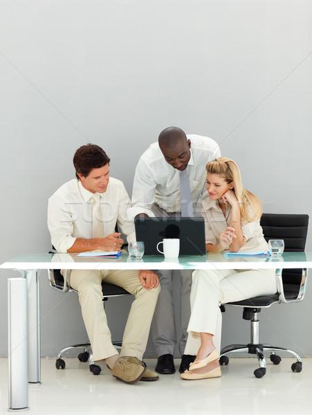 ビジネスの方々  オフィス 小さな コンピュータ 女性 ストックフォト © wavebreak_media