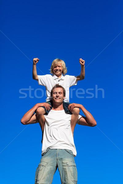 Foto stock: Filho · pai · ao · ar · livre · blue · sky · família · feliz