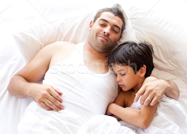 Syn ojca patrząc kamery bed domu rodziny Zdjęcia stock © wavebreak_media